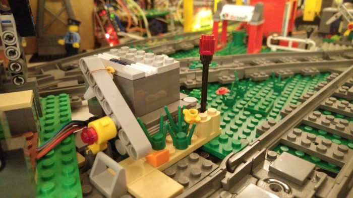 Train Track Switch – Servos, LEDs, PubNub and Johnny-five.io – Internet of LEGO