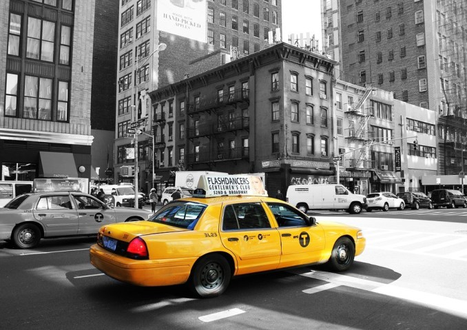 Enjoy upscale rides with Arro taxi app clone