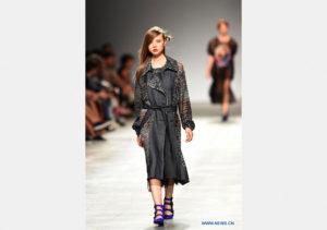 リスボンファッションウィーク モデルは、リスボン、ポルトガル、10月6日、リスボンファッションウィー ...