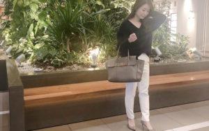 下着の透けにくい【GU】の優秀白パンツでシンプルな【モテコーデ】|オッジェンヌ大枝千鶴の大人女子日記